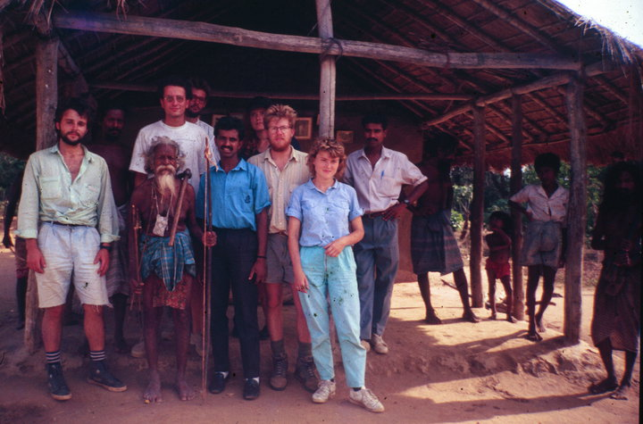 year 1992. Sesto, Raseno, Taras, Lisa and other Therabuti friends with Tissagami, the last leader of Vanniya-aeto (people of Ceylon forest) of Dambana village, 森林民族 斯里兰卡, อะบอริจิ ศรีลังกา